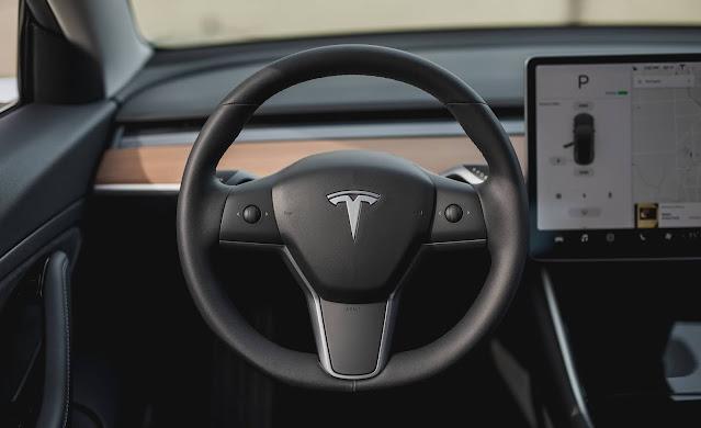 Tesla Model 3 tem preço reduzido para R$ 208 mil na China