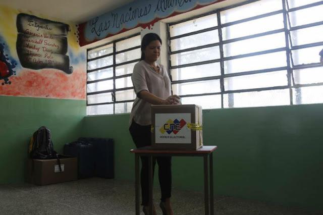 La mujer más rica de Latinoamérica apareció votando en el 23 de enero
