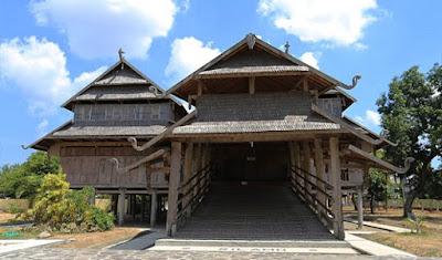 Rumah adat NTB (Rumah dalam loka)