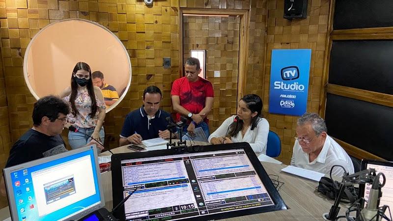 Em entrevista na Rádio Cidade de Pedreiras, Vanessa Maia mostra segurança e preparo