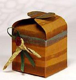 caja de papel decorada