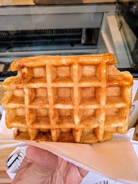 What to eat on a 4 hour layover in Brussels: Belgian waffle at Aux Gaufres de Bruxelles