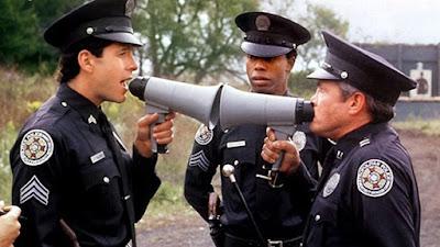 Mahoney y el teniente Harris cara a cara