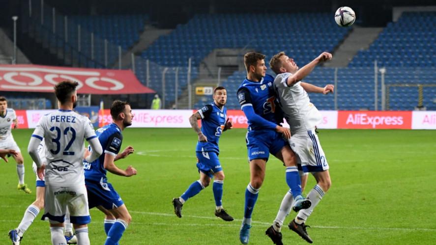 Filip Szymczak w meczu ze Stalą Mielec | foto: Damian Garbatowski