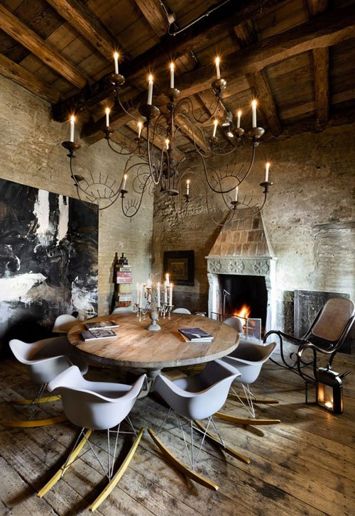 Rustic-Dining-room-with-Eames-Chairs-photo-via-Undicilandia