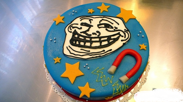 Bánh sinh nhật bựa dành troll bạn bè