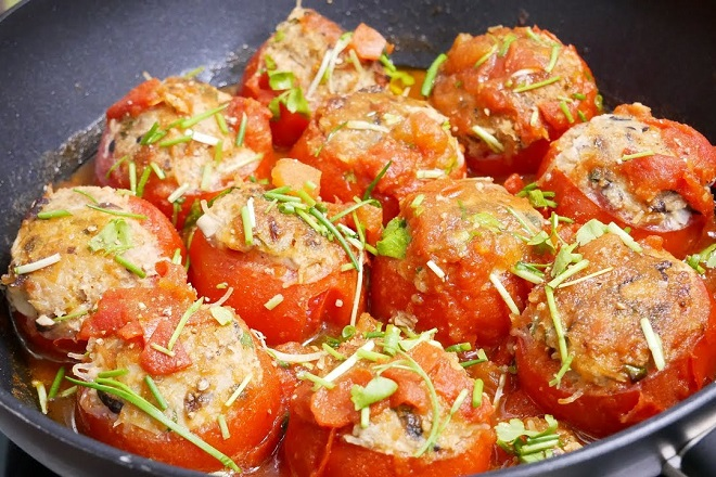Cách làm thịt viên chiên sốt cà chua cho bữa cơm thêm hấp dẫn