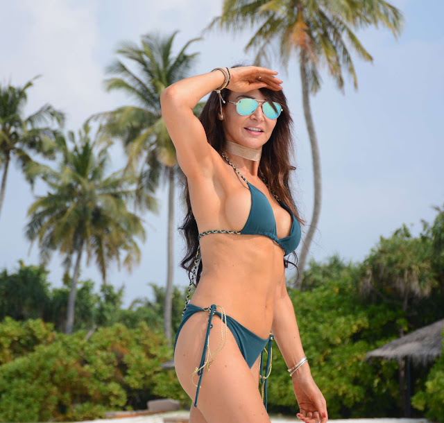 Lizzie Cundy Hot Bikini Photos At Candids in Maldives