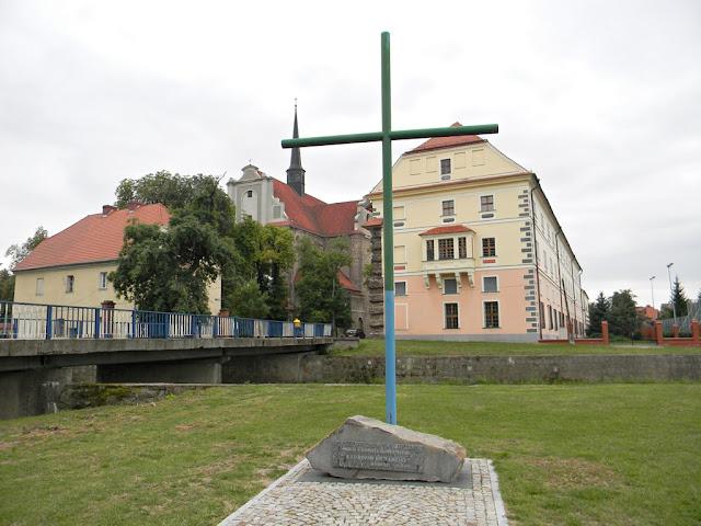 Krzyż w Kamieńcu upamiętniający wielką powódź.