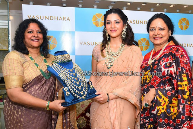 Mehreen Kaur at Vasundhara Diamond Roof