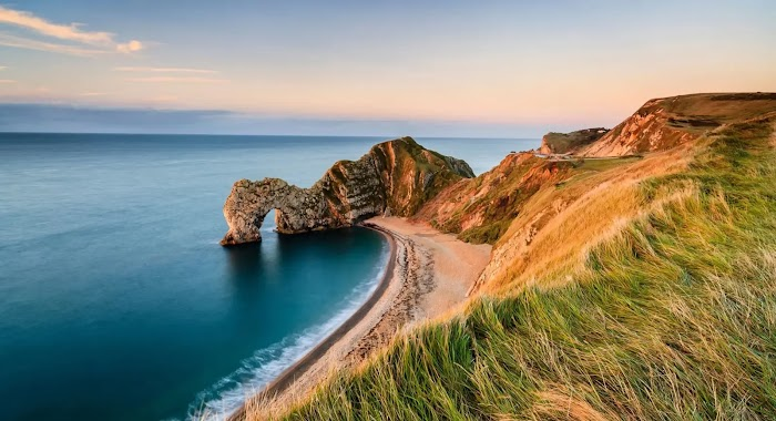 Why is Dorset (England) popular with tourists?