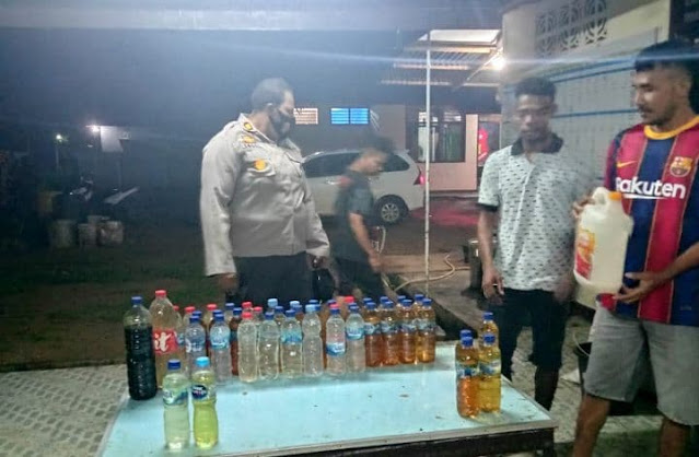 Polisi Amankan Ratusan Botol Miras Lokal di Merauke