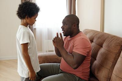 كيفية التعامل مع طفلك وتعليمه عن اللمس الامن وغير الامن