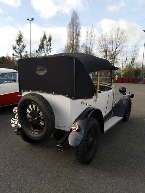 véhicule ancien Donnet Zedel décapotable
