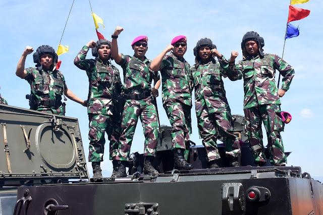 Panglima TNI Saksikan Latihan Puncak TNI AL Armada Jaya di Pantai Banongan