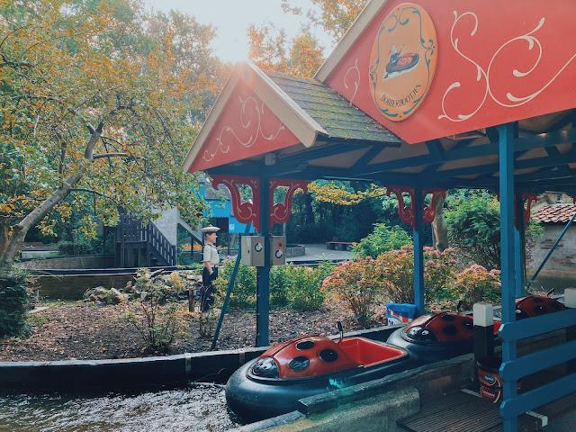 Dobberbootjes in de vorm van een lieveheersbeestje in Sprookjeswonderland