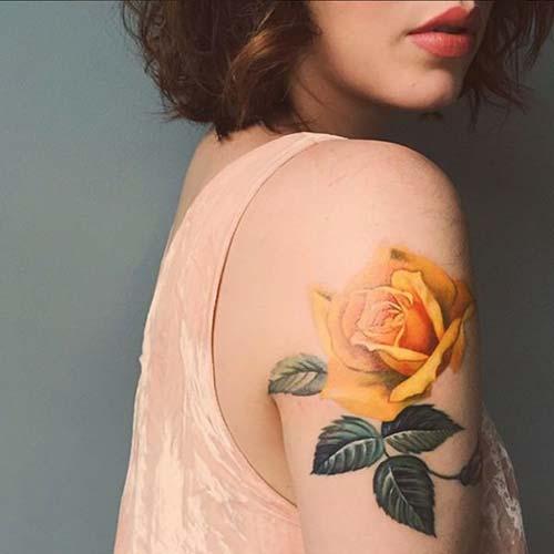 kadın üst kol sarı gül dövmesi woman upper arm yellow rose tattoo