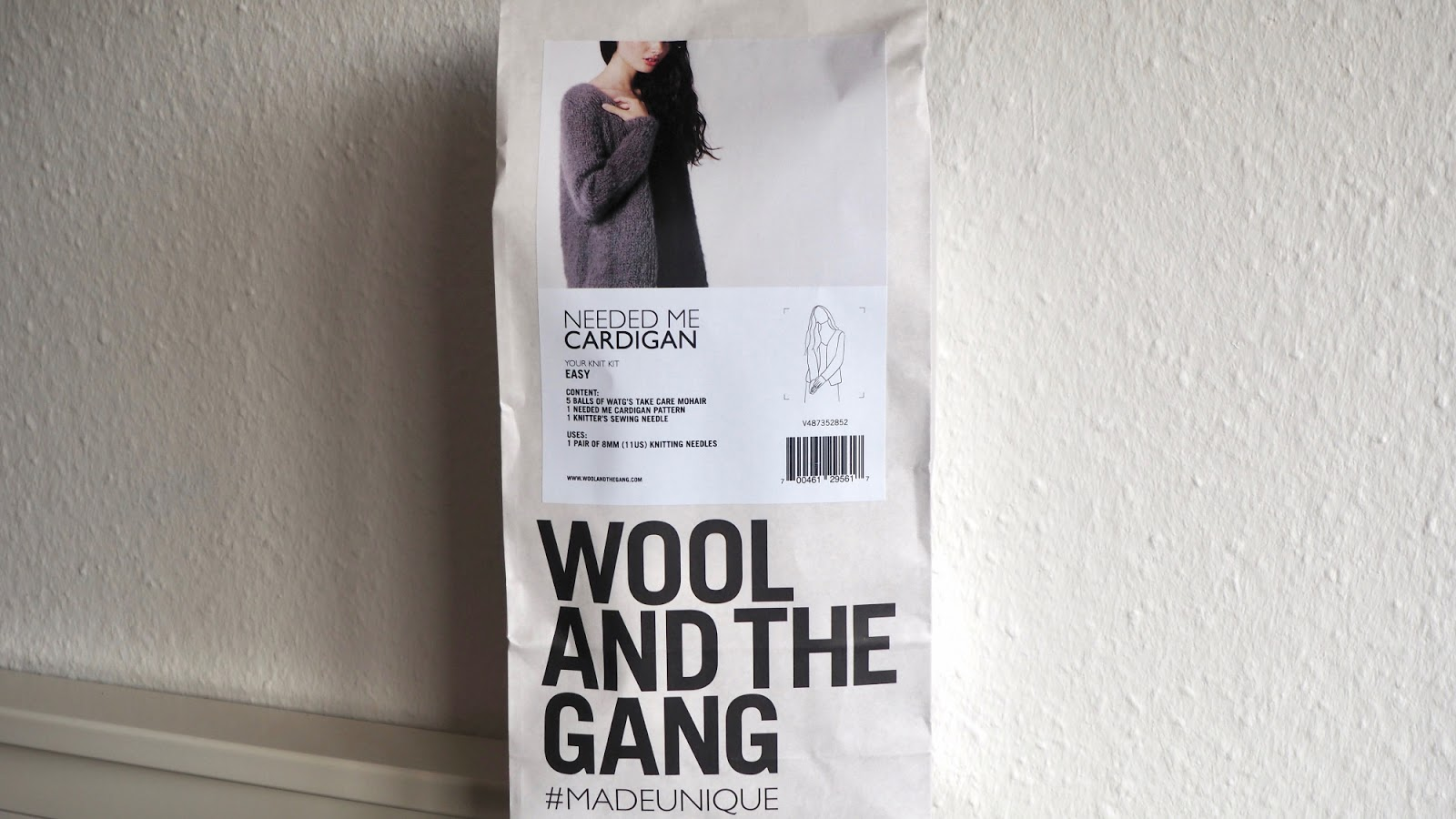 Wool and the Gang Needed Me Cardigan Strickset verpackt im Beutel