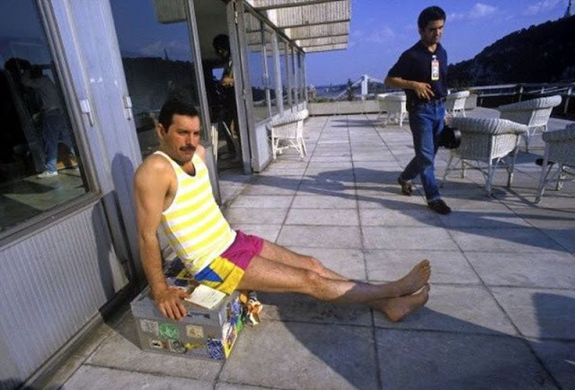 24 Fascinating Vintage Photographs of Freddie Mercury in His Short Shorts  vintage everyday