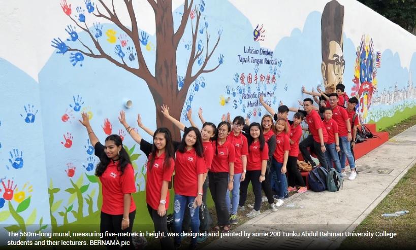 Suara Lensa Orang Ramai Teruja Lihat Lukisan Mural Kenegaraan
