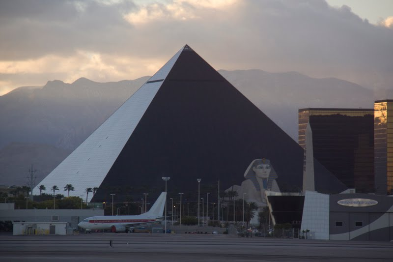 Mapfrappe The Pyramids Vs The Luxor Hotel Las Vegas