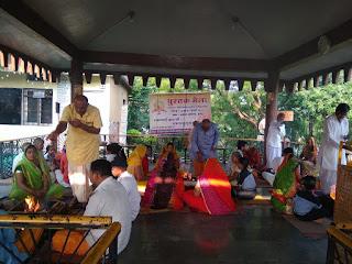 गायत्री शक्ति पीठ पर नवरात्र पर्व ध्यान साधना के साथ यज्ञ में आहुतिया प्रदान कर मनाया जा रहा