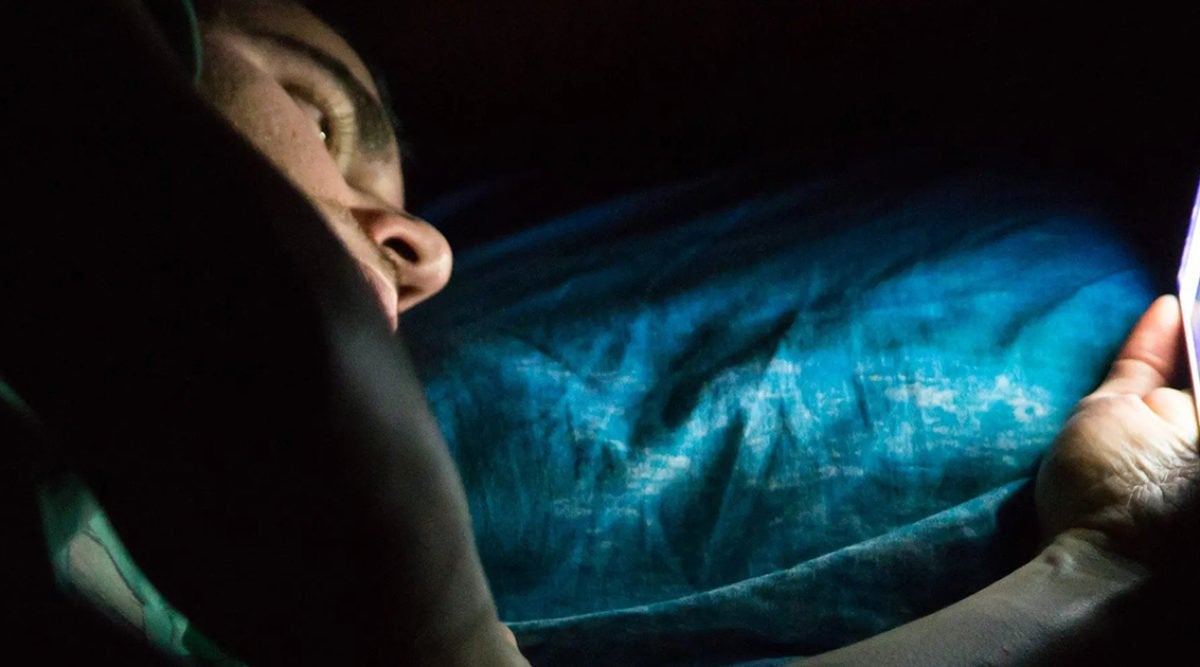 A Man Goes Blind After Playing On His Phone All Night