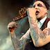 Accidente de Marilyn Manson en medio de un concierto