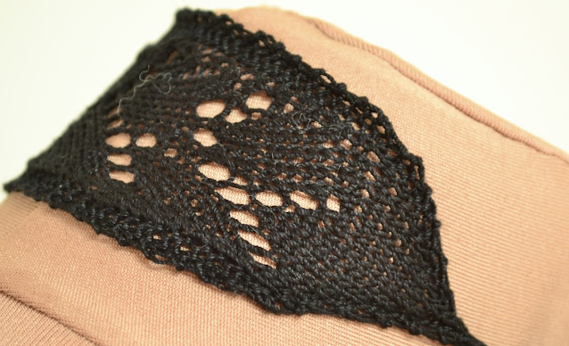 Knitted Lace Choker Detail