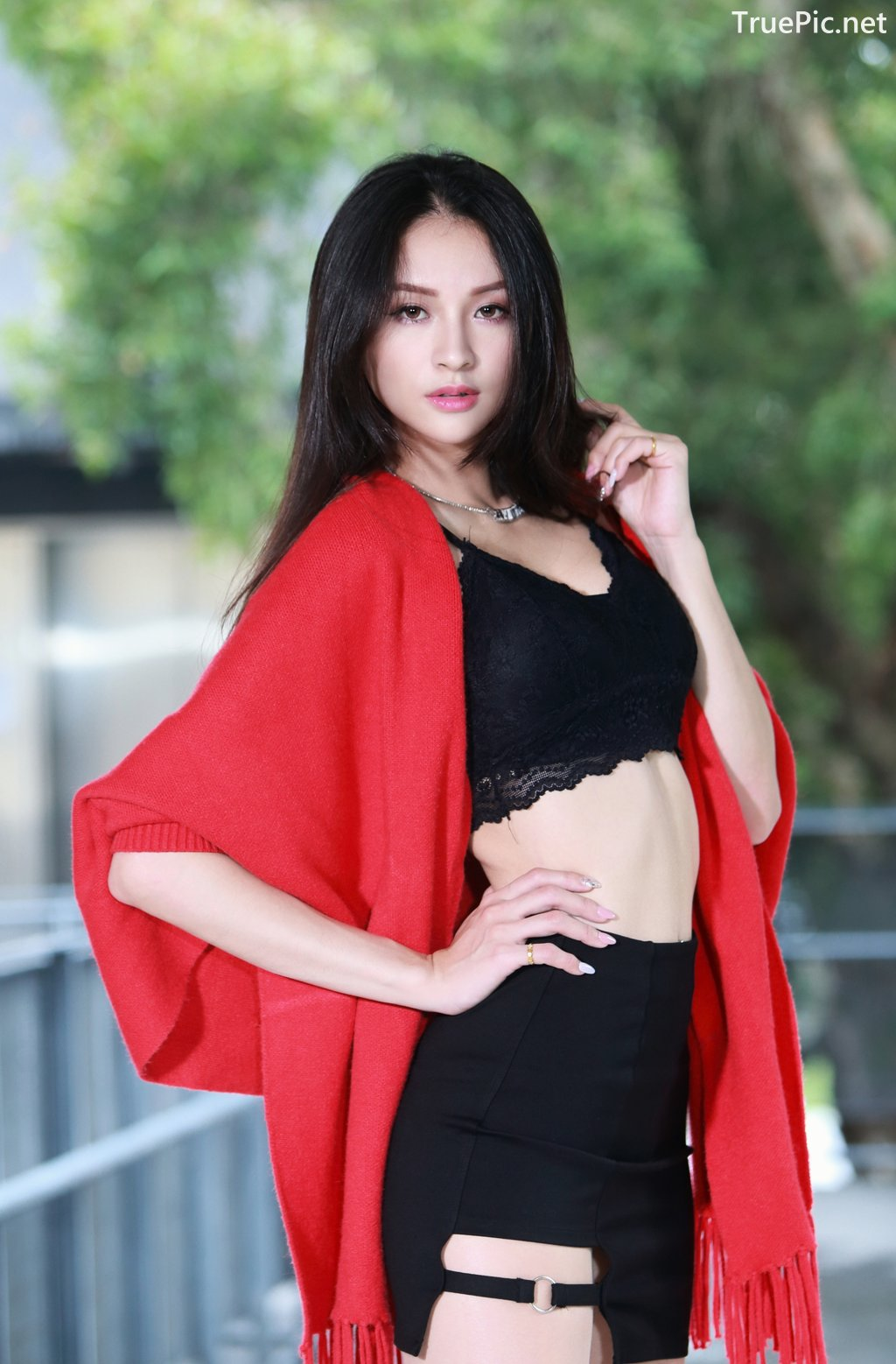 Image-Taiwanese-Beautiful-Long-Legs-Girl-雪岑Lola-Black-Sexy-Short-Pants-and-Crop-Top-Outfit-TruePic.net- Picture-9