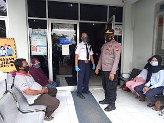 Kanit Sabhara Polsek Kertajati Berikan Imbauan Nasabah Perbankan Agar Patuhi Prokes