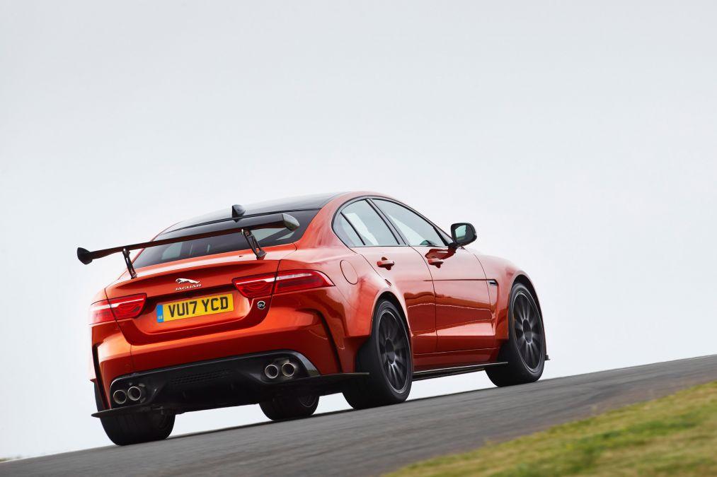 Jaguar XE ra mắt SV