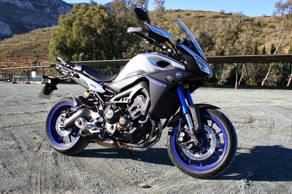 2015 2016 yamaha mt 09 tracer extended range of applications garage car. Black Bedroom Furniture Sets. Home Design Ideas