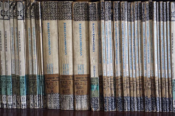 Deretan Koleksi di Perpustakaan Museum Ronggowarsito Semarang