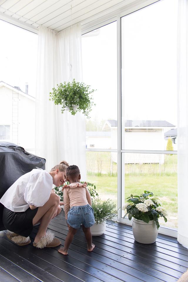 Villa H, taaperoarkea, lapsiperhearki, terassi, kodin sisustus, puutarha