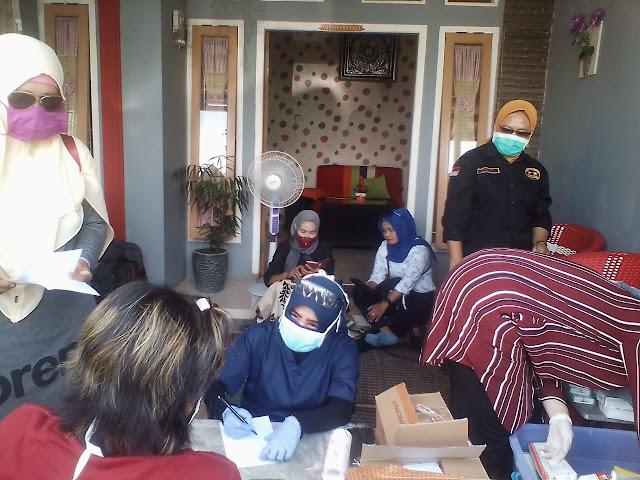 Dokter Zam Bersama Dengan Tim Relawan Rumah Juang Sehat membuka Posko Bantuan di lokasi Banjir Teluk Betung