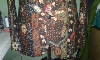 Bawah jas batik