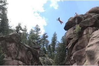 [Jangan Ditiru] Seorang Wanita Colorado Selamat Setelah Terjun Dengan Perut Menghadap Ke Bawah Dari Tebing Setinggi 27 Meter