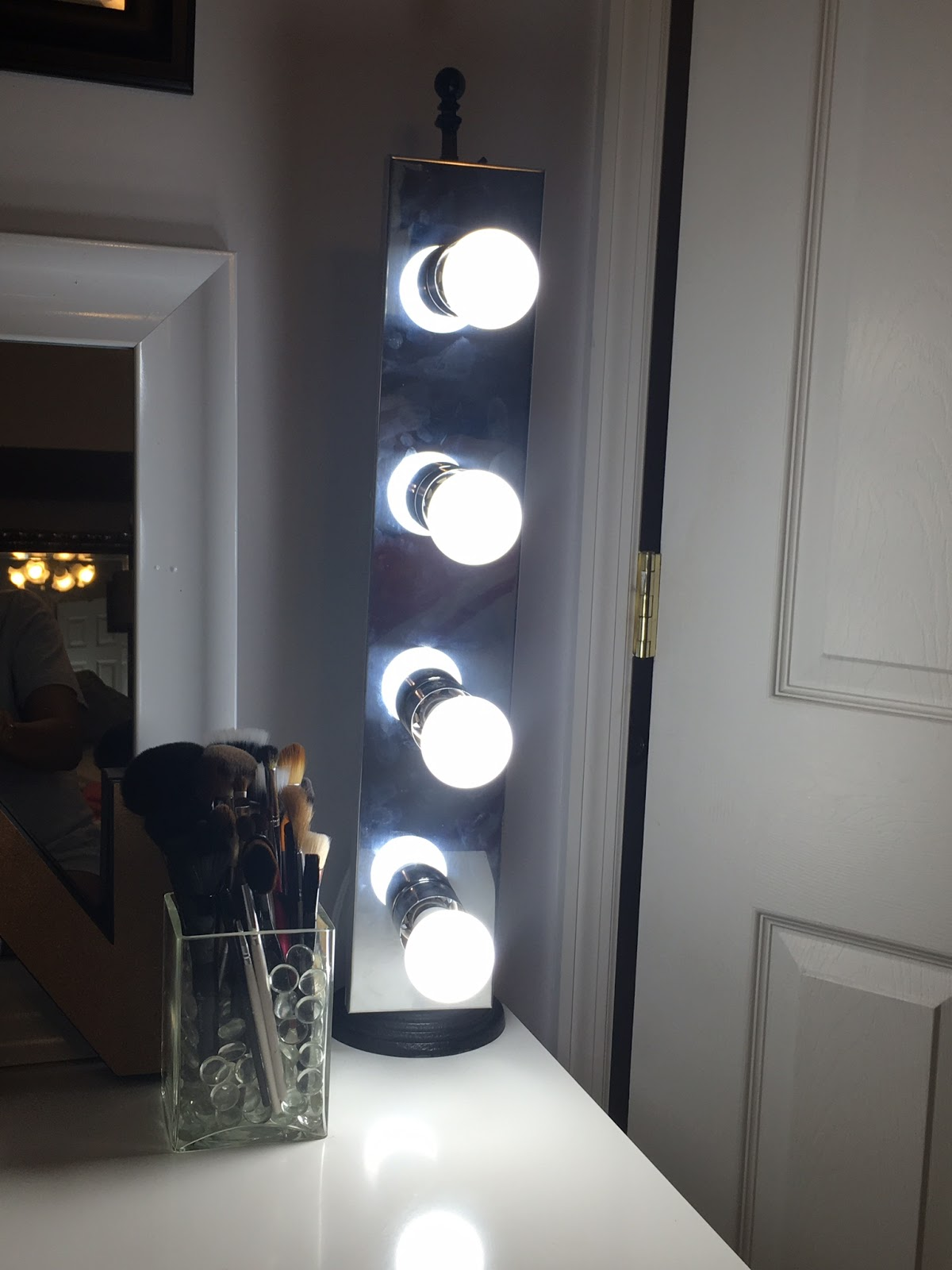 Freestanding Mobile Vanity Light