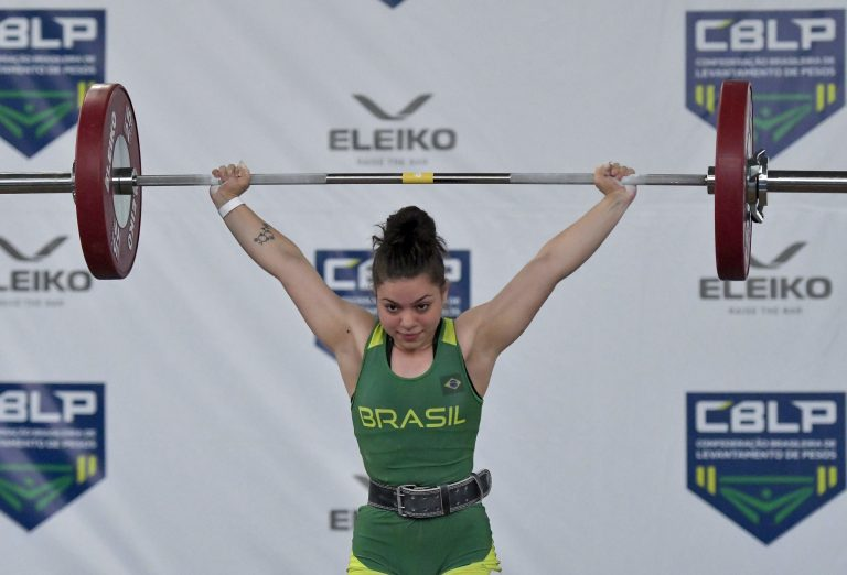Julia Vieira levantamento de peso