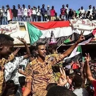 احتجاجات رافضة بالخرطوم لاقالة الملازم محمد صديق ودعوات لمليونية تتويج ابطال الجيش