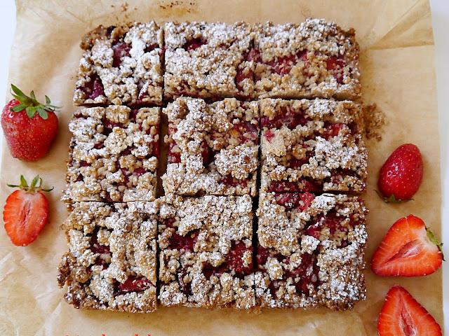 Kruche ciasto owsiane z truskawkami  - Czytaj więcej »