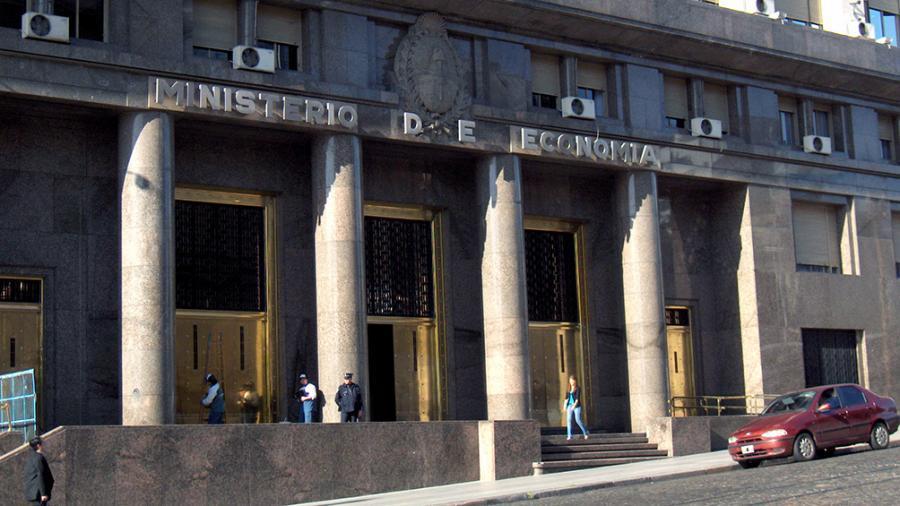Economía posterga hasta el 22 de mayo la posibilidad de ingresar al canje de deuda