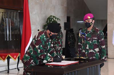 Panglima TNI Serahkan Jabatan Kasum dan Pimpin Sertijab Kababek serta Kapusinformar