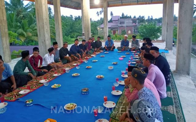 Alumni Beserta Santri Ihya Ulumuddin Gelar Buka Puasa Bersama di Ladang Tuha