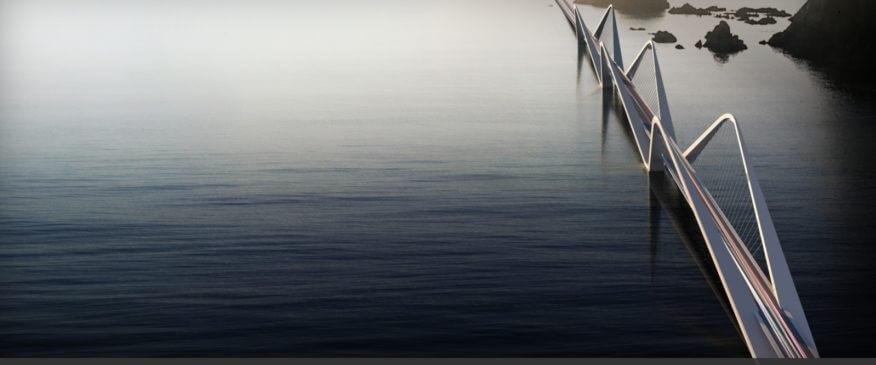 Cầu Tứ Liên cắt qua dòng sông Hồng thợ mộng.