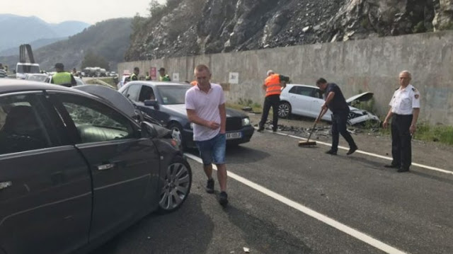 Three cars crashed on Nation's Road, 5 injured