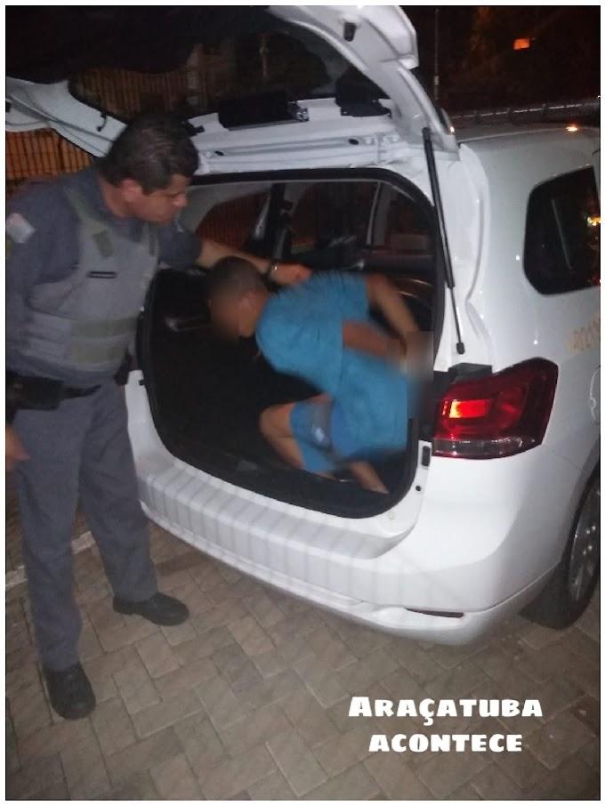 Rapaz tenta fugir da PM e acaba preso com 36 pinos de cocaína em Araçatuba