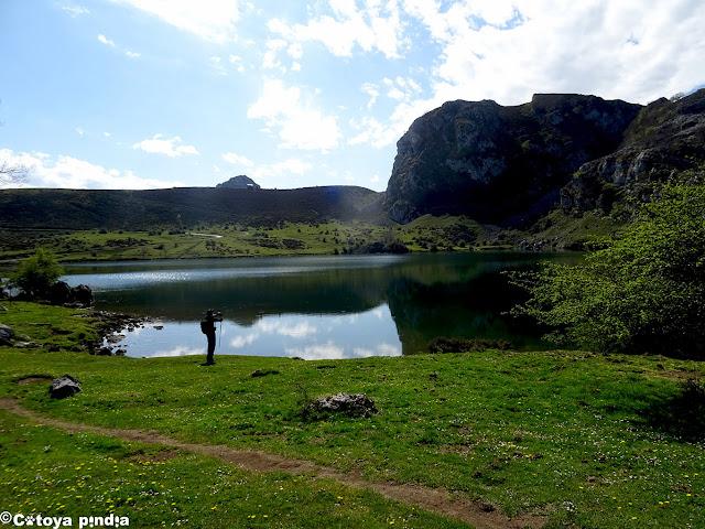 Junto al Lago Enol, en los Lagos de Covadonga.