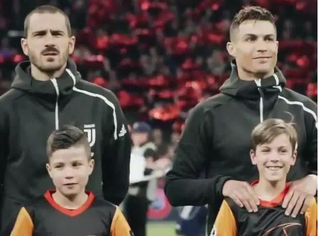 Ronaldo lại đốn tim NHM trong trận lượt đi tứ kết UCL 2